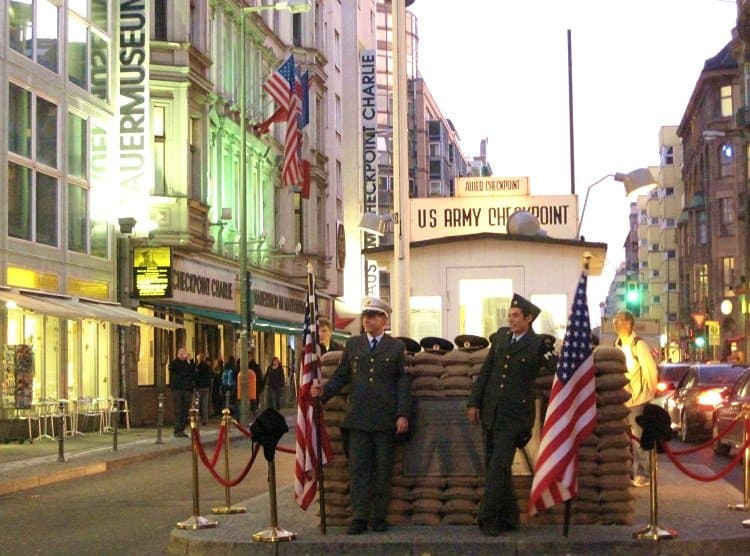 checkpoint charlie guards berlin