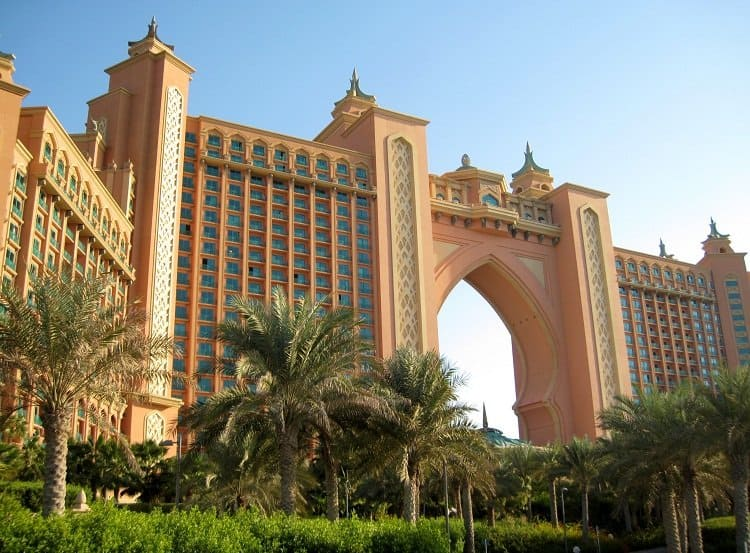 Atlantis, The Palm has over 1,500 rooms, a water park and a place for ...