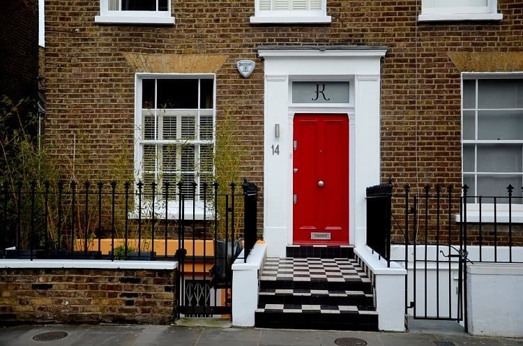portobello road house red door