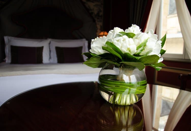 flowers grand hotel room