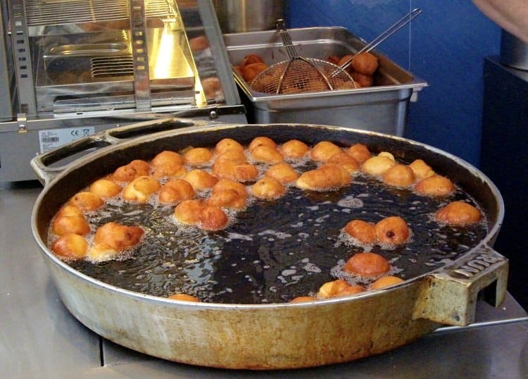 frying doughnuts vienna