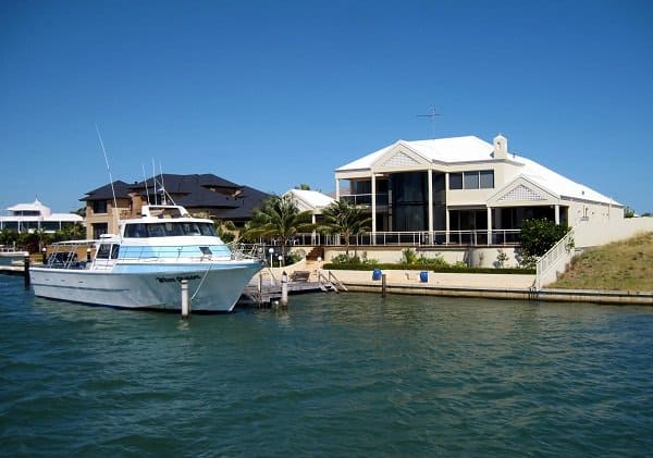 mandurah house on canal and boat