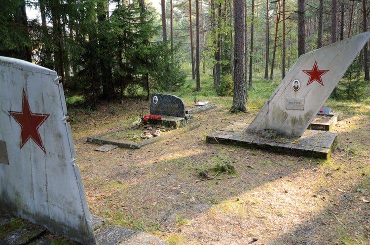 pakri peninsula soviet graveyard