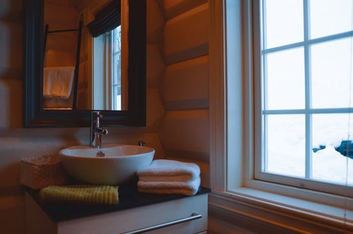 lyngen lodge bathroom