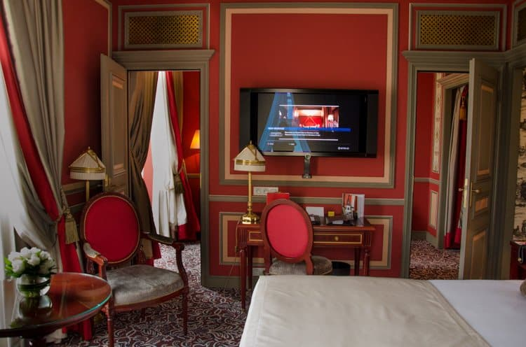 grand hotel de bordeaux prestige suite