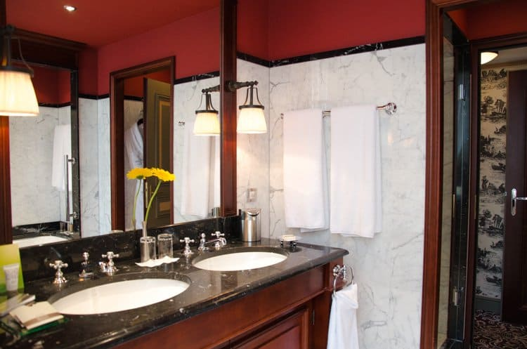 prestige suite bathroom bordeaux