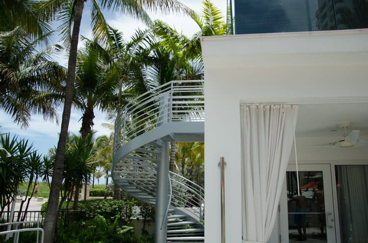 Loews Miami Beach pool cabana